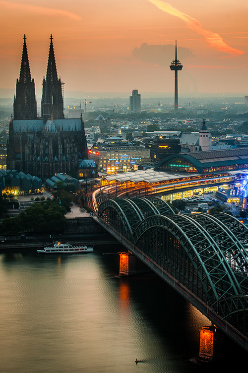 Sunset Over Cologne Germany By Sebastian Leistenschne Lugares Increibles Viajar A Alemania