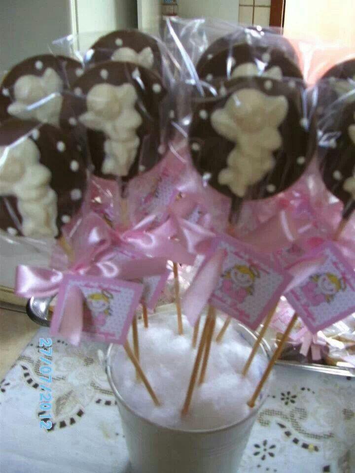 Pirulitos de chocolate com anjo para batizado.
