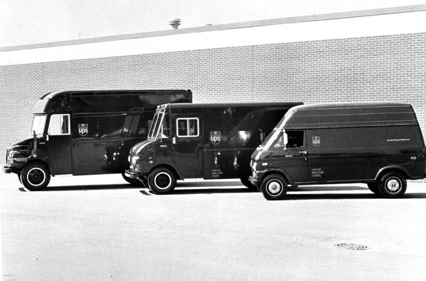 These Old School Photos Show The Evolution Of Ups Big Brown Delivery Fleet Huffpost Big Brown Truck Transport Big Trucks