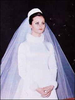 Vestida de blanco rocio durcal