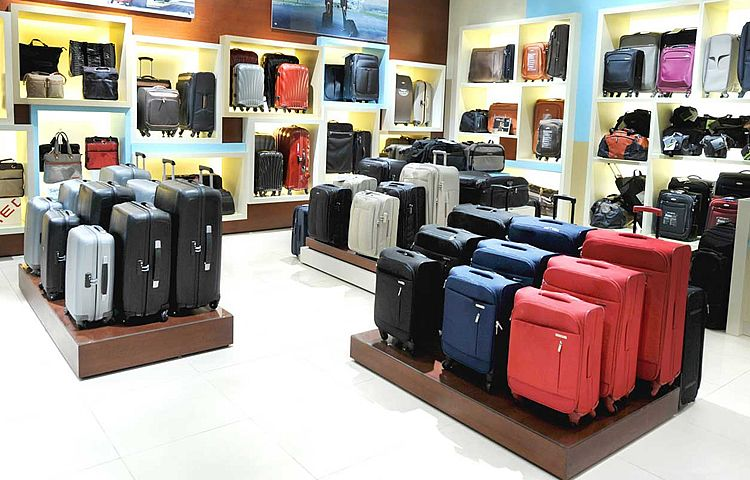 How to Choose the Best Suitcase for Holiday - Lightweight, Hard or ...
