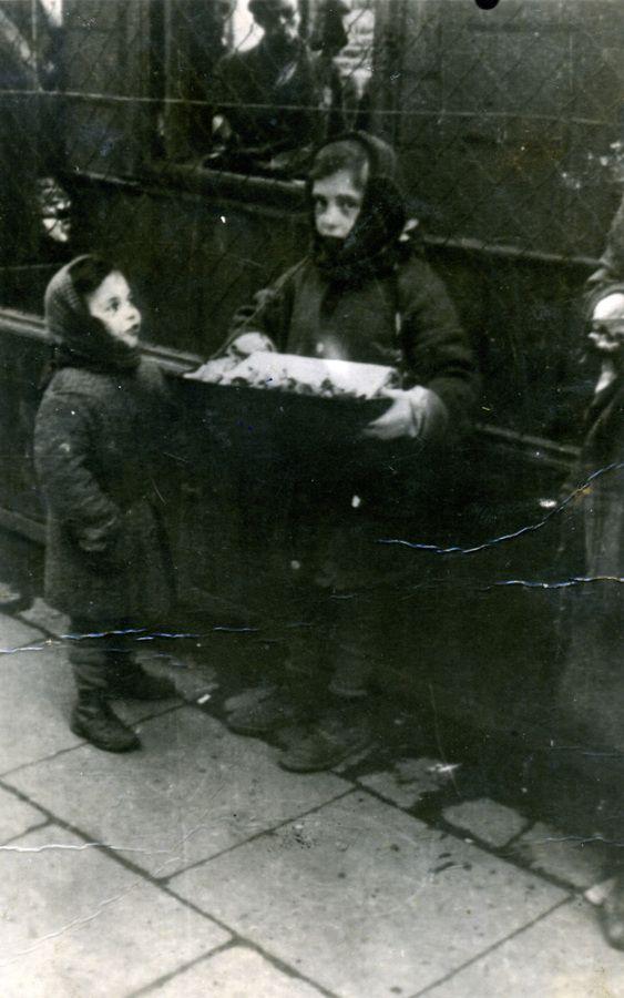 Warsaw Ghetto '40-43 Children in the Holocaust, Working