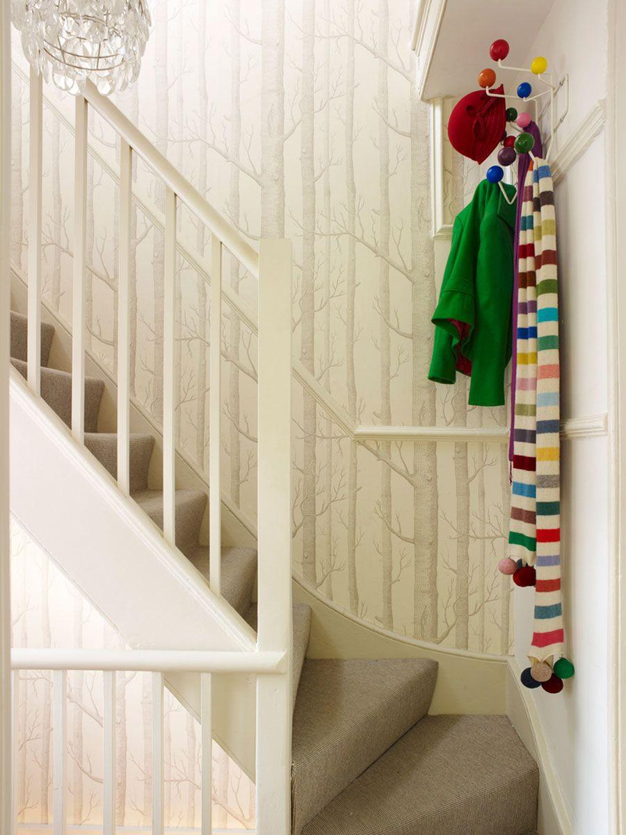 papel pintado en escaleras