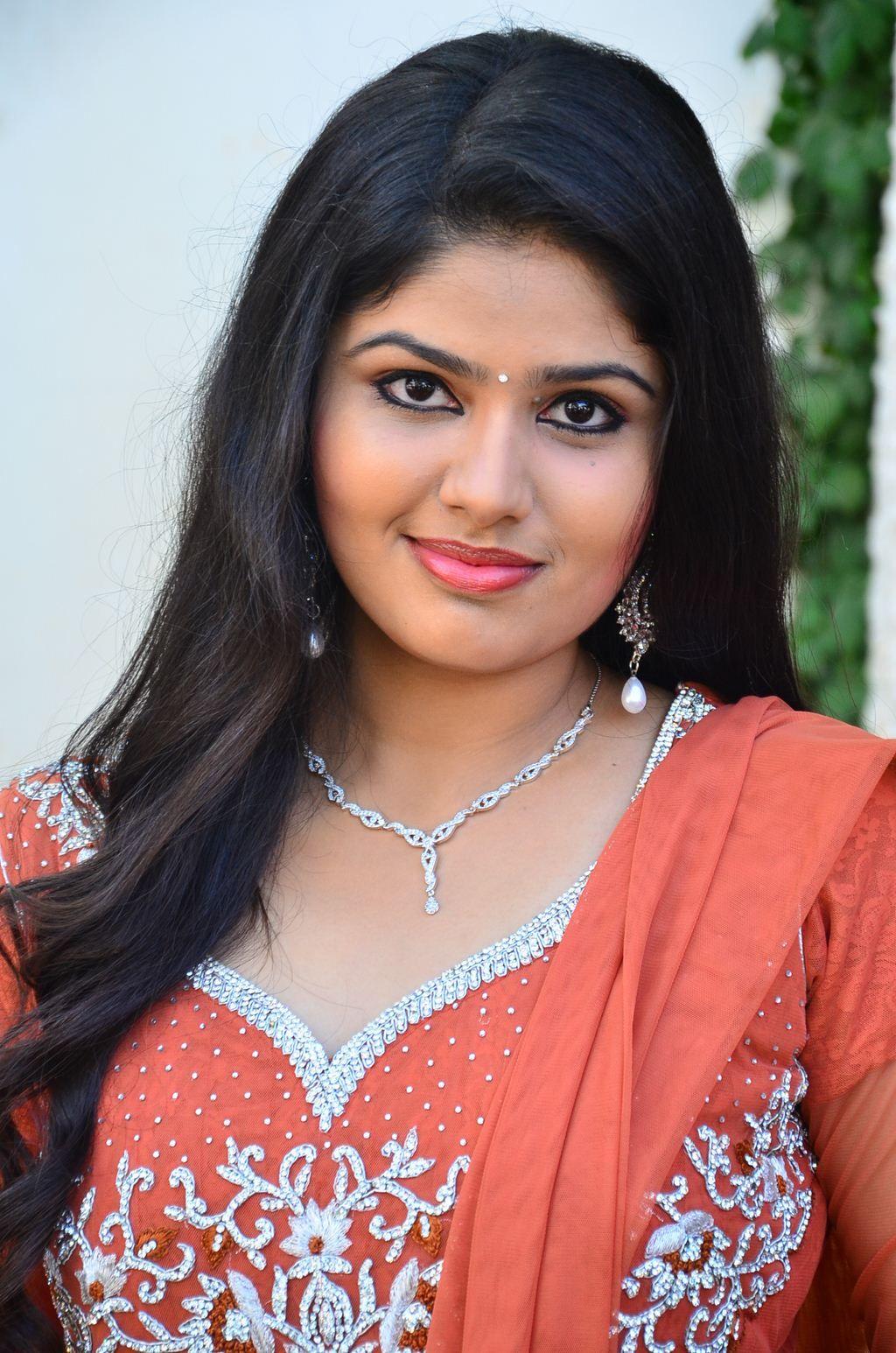 Niroja Yesudas cute images Ennodu Vaa En Maname Tamil ...