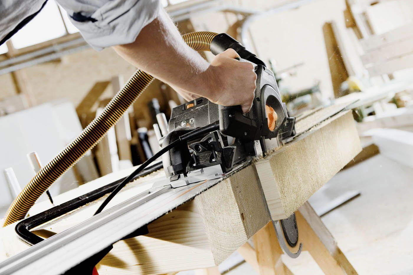 Sierras de carpintería: Pensemos por un momento que sería de los carpinteros sin estas sierras, por lo pronto tendrían que usar sierras manuales y serruchos para cortar la madera. http://www.equipamientohogar.com/maquinaria/sierras-de-carpinteria/ http://www.empresadereformas.ws/carpinteria/sierras-de-carpinteria.html