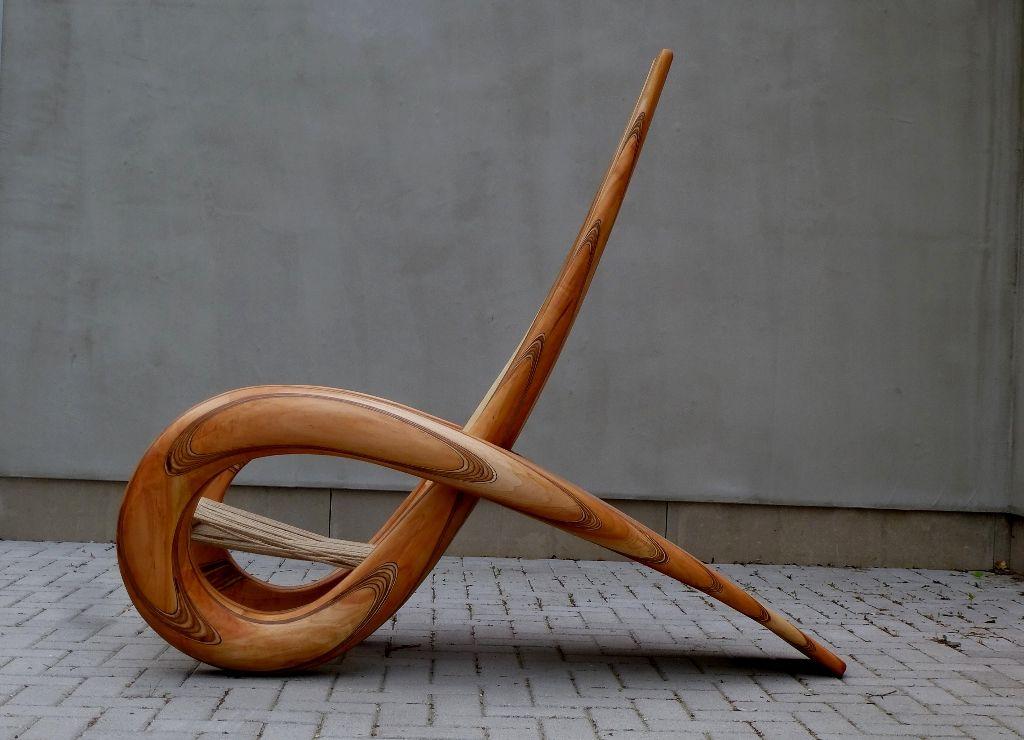 Wooden chair made of willow wood by Paul ten Voorde. www.meubelbeelden.nl