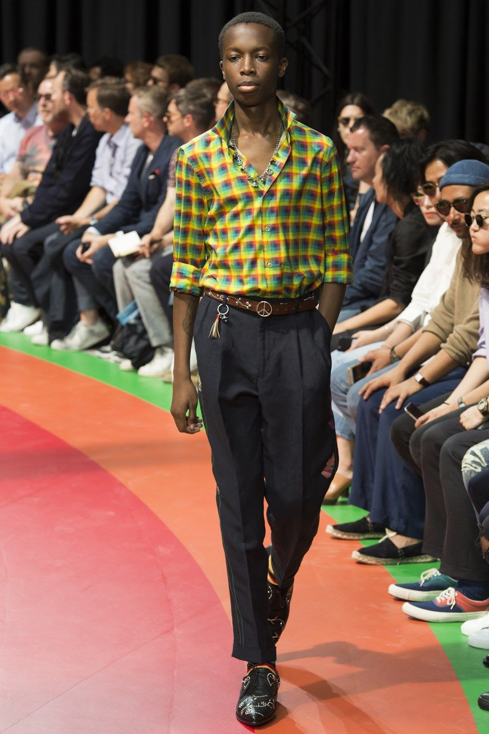 Catwalk photos and all the looks from Paul Smith Spring/Summer 2017 Menswear Paris Fashion Week