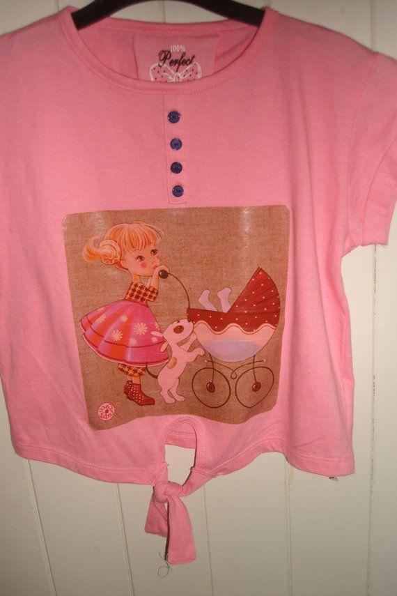Adorable vintage print shirt..