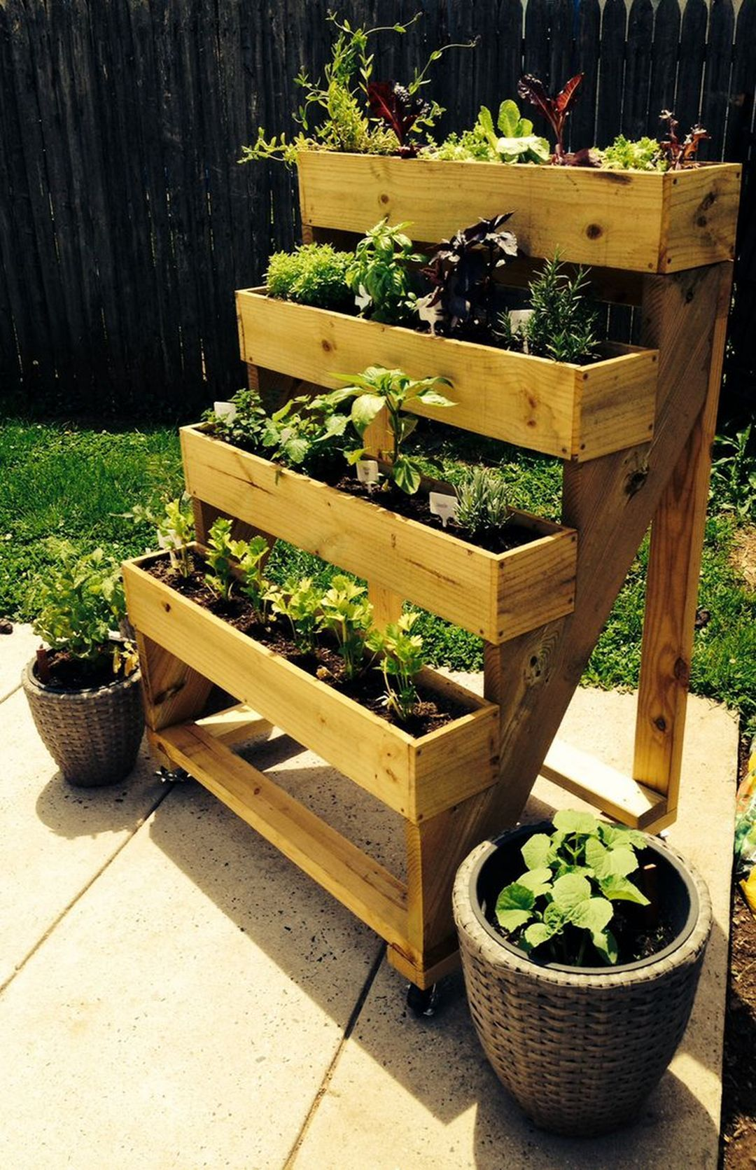 30+ Wonderful DIY Garden Planter Ideas To Enhance Your ...