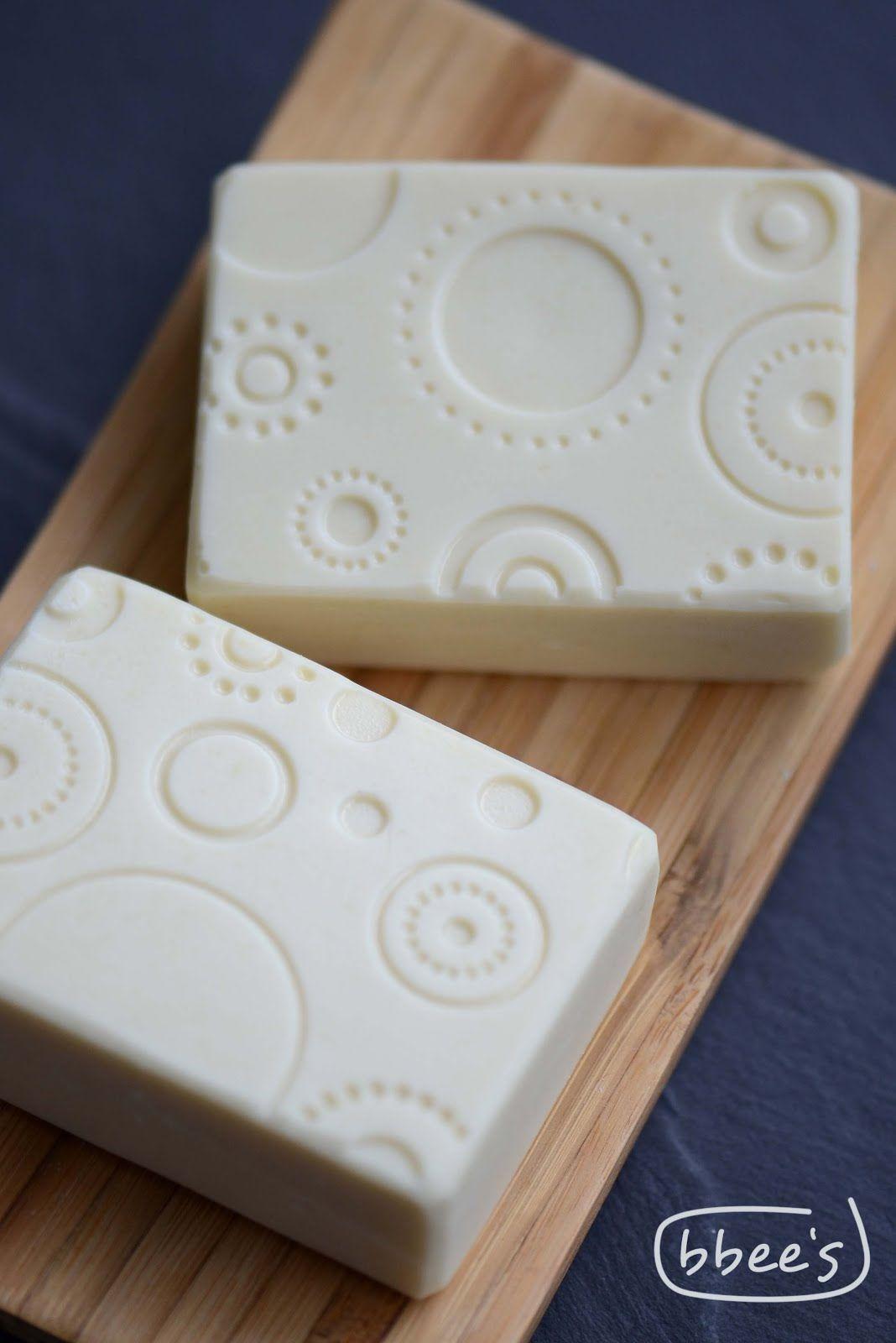 white soap soap making inspiration pinterest handgemachte seifen diy waschmittel und. Black Bedroom Furniture Sets. Home Design Ideas