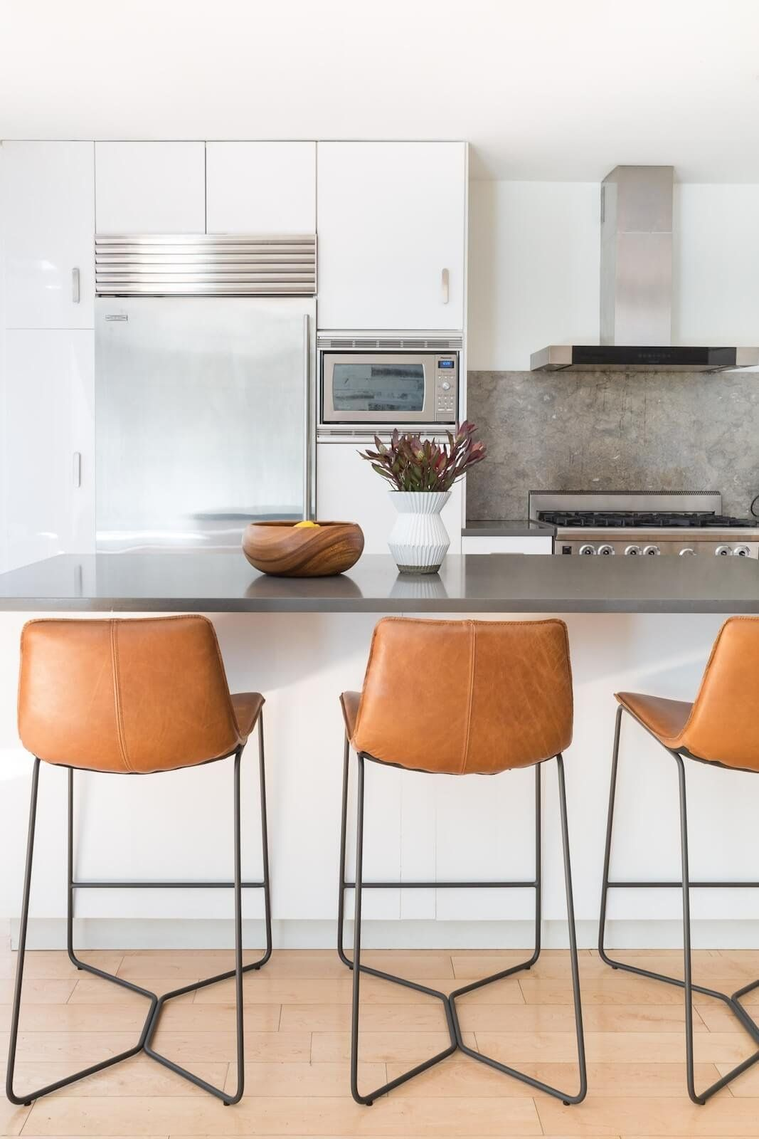 Spotted Our Saddle Leather Bar Stools Tying Together This Condo Kitchen Seen On Brownstoner Comfortable Kitchen Kitchen Remodel Small Kitchen Decor