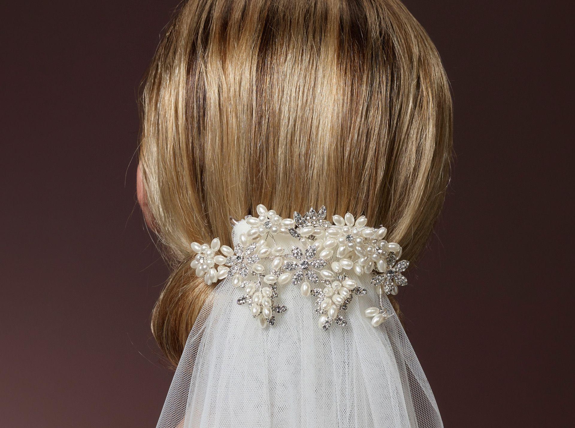 Prachtige Accessoire Voor Op Je Sluier Poirier Kapsel Bruid Bruidskapsel Sluier
