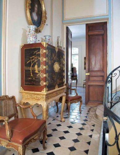 Un Hotel Particulier à Versailles Vestibule, French interior and