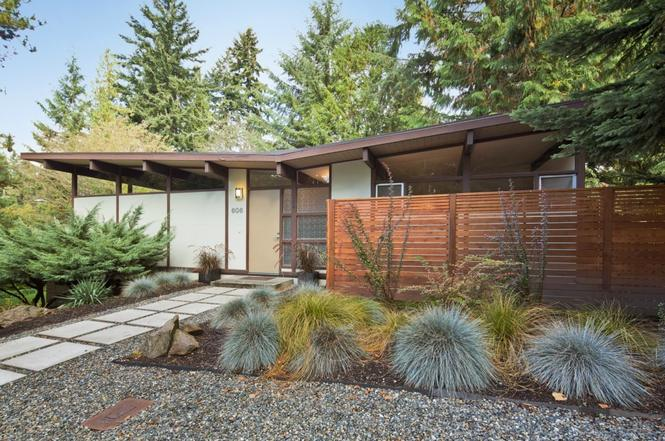 606 N 163rd St Shoreline Wa 98133 4 Beds 1 5 Baths Modern Backyard Design Mid Century Modern Exterior Modern Landscape Design