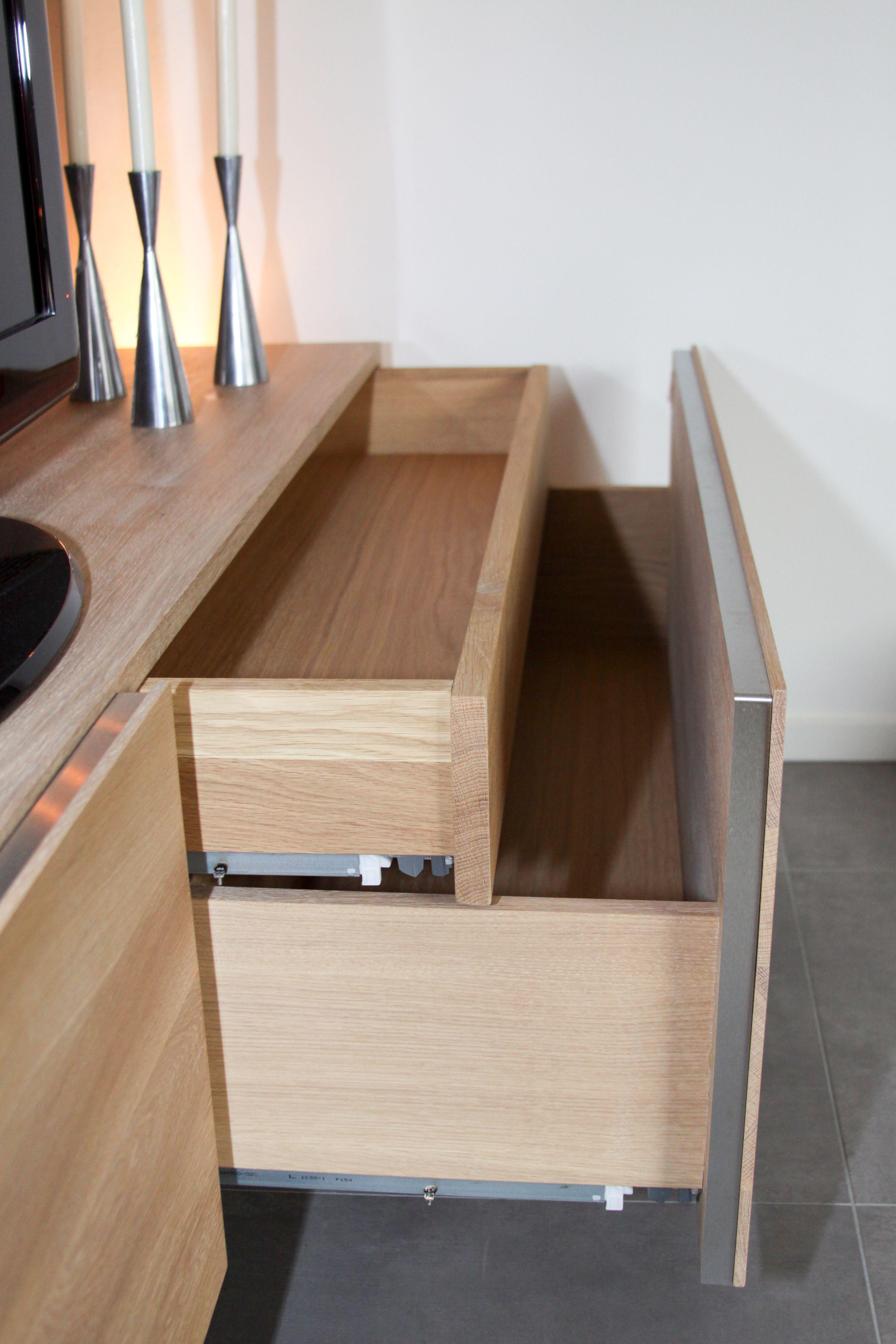 Massief Noten Tv Meubel.Zwevend Design Tv Meubel Medium Box In Massief Eiken Met Lades