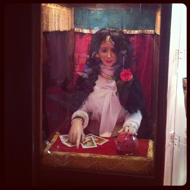Fortune Teller - Louboutinworld Collection