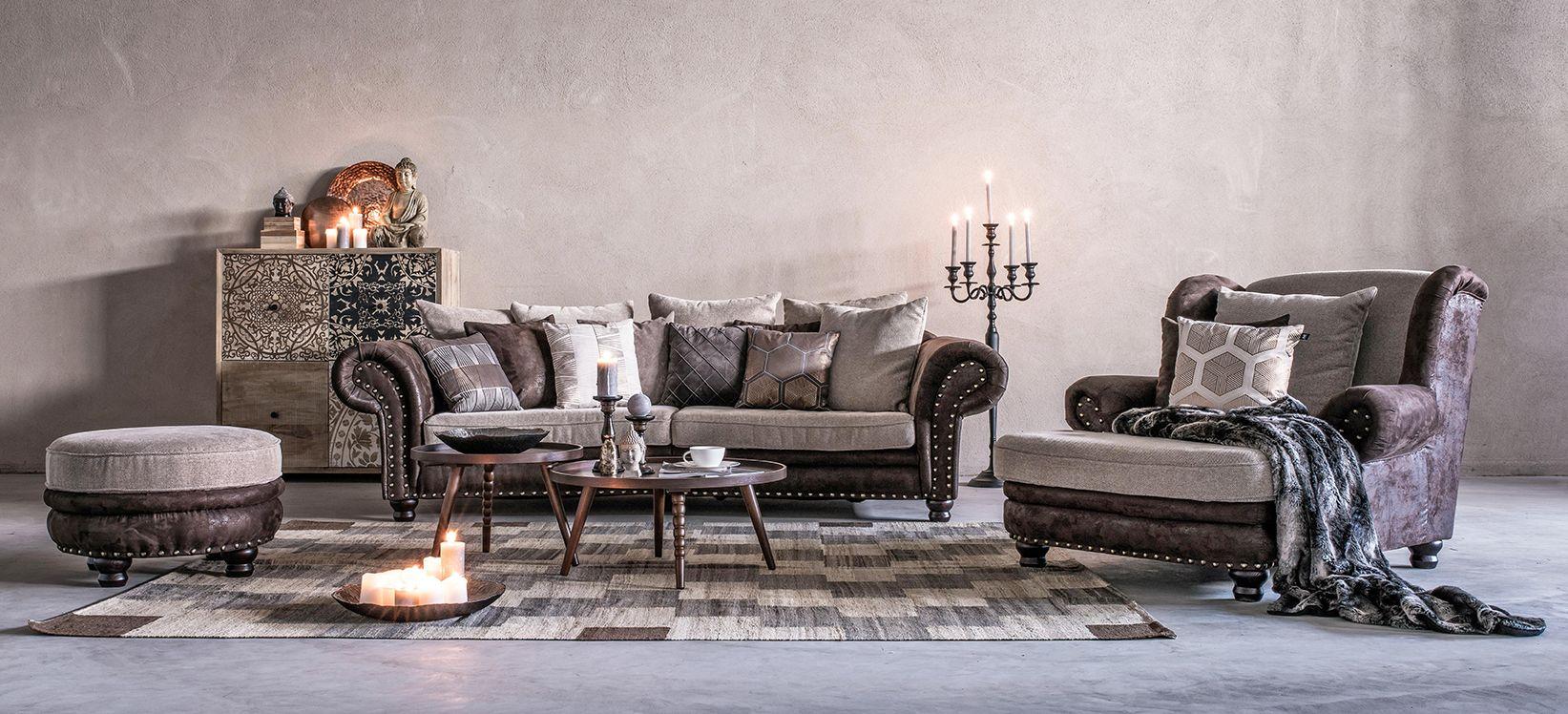 Wohnzimmer Mit Couch Garnitur Und Fernsehsessel Mit Landhaus Charme Wohnzimmer Couch Wohnzimmer Ideen