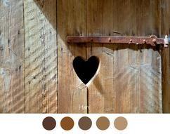 HEART – Heart in wooden door with rusty hinge – Brown pewter …