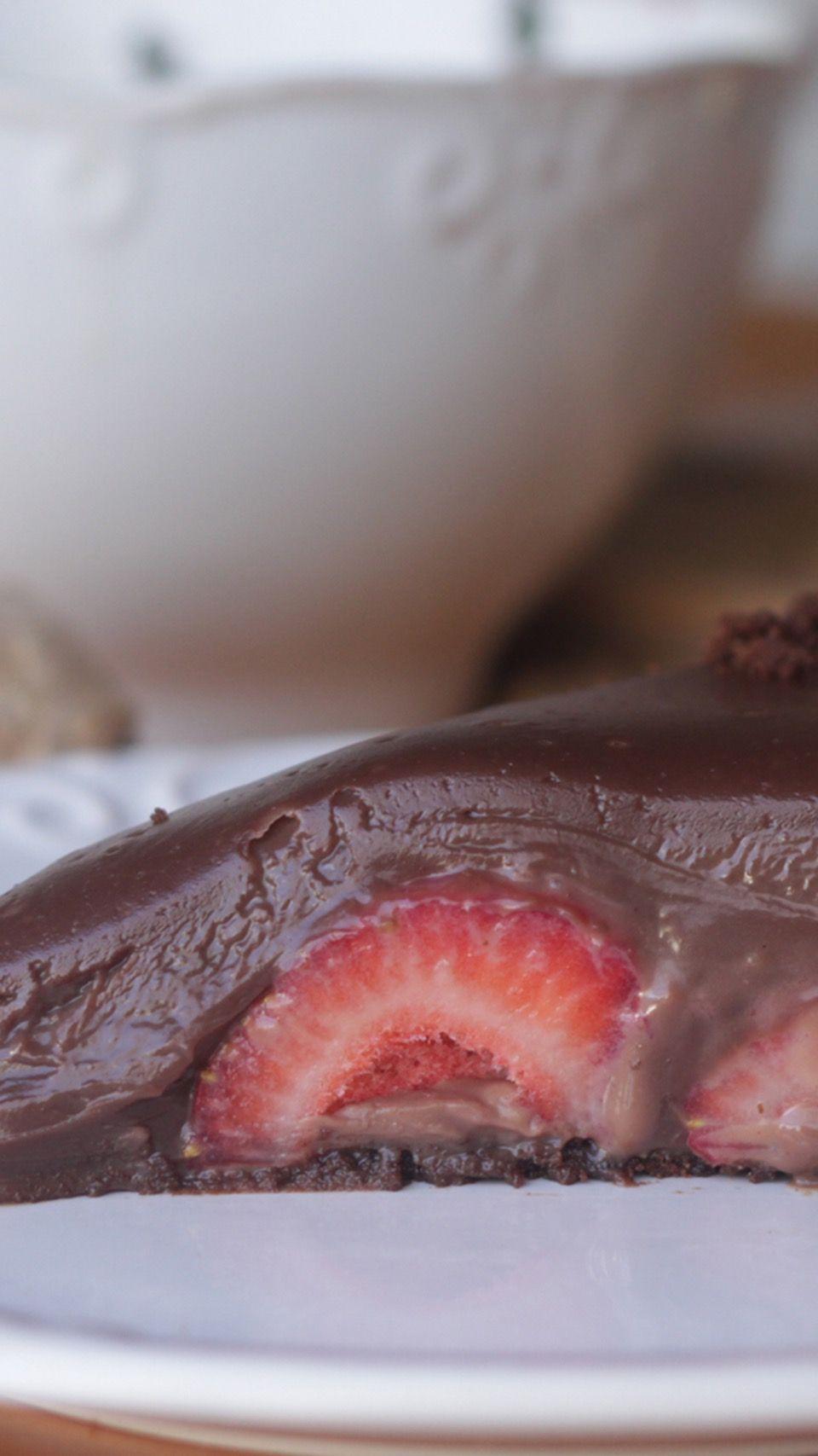 """Torta Oásis de Chocolate com Morango de """"Garçonete"""" ~ Comida de Cinema"""