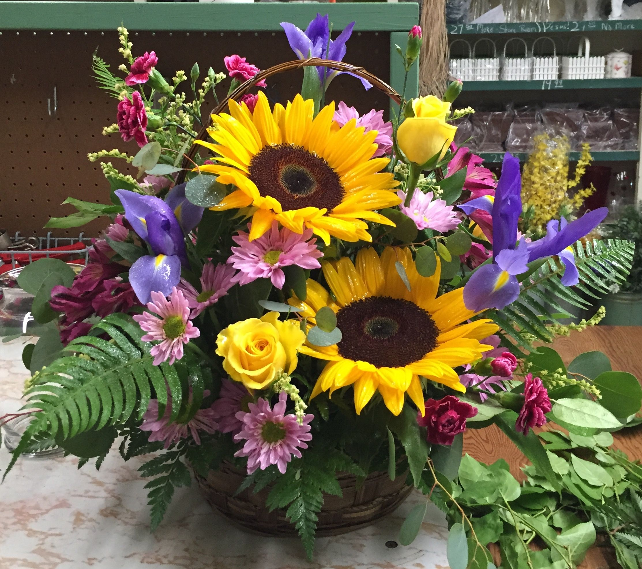 Petermans flower shop a beautiful spring summer arrangement petermans flower shop a beautiful spring summer arrangement izmirmasajfo Gallery