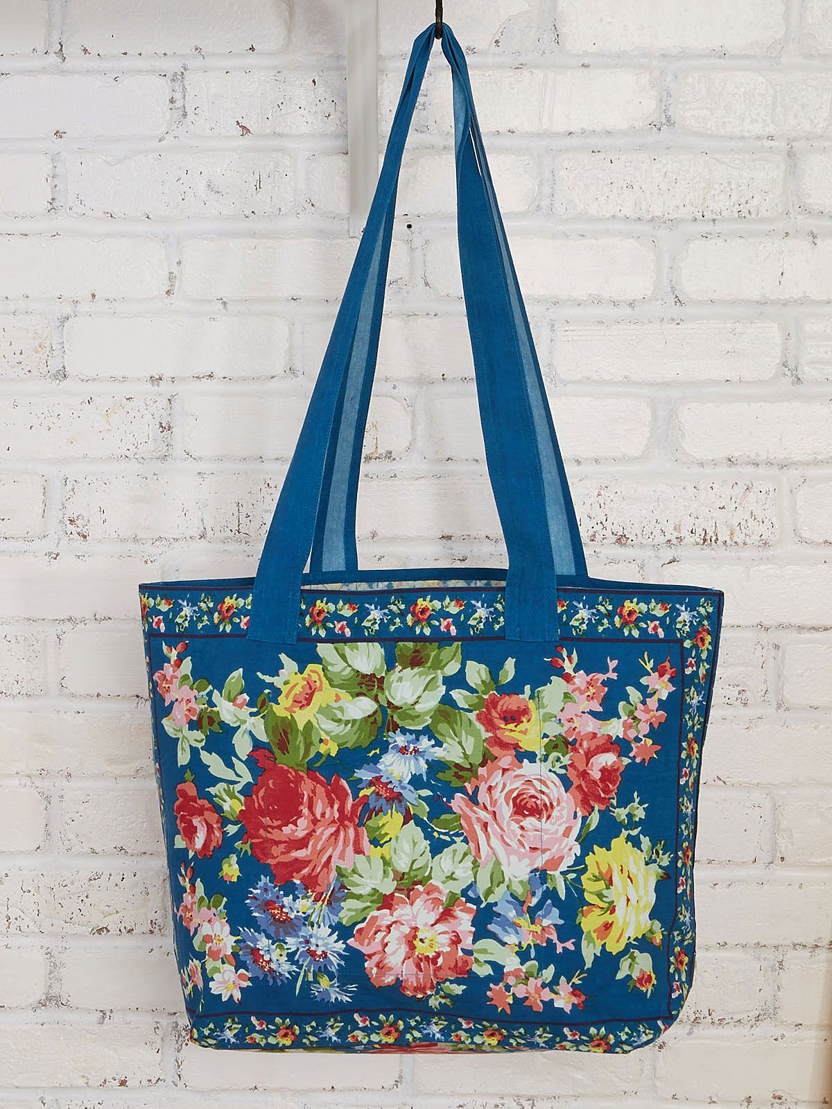 Practical and sweet, this simple market bag is enticingly