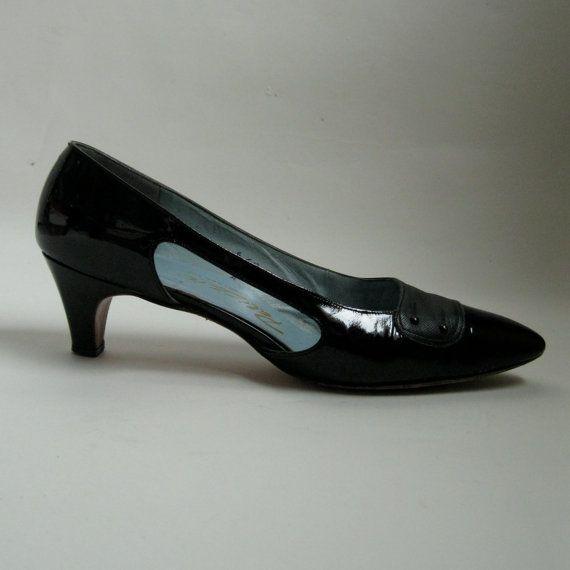 1960s Black Patent Shoes #vintage #shoes #black #patentleather #1960s #madmen #megandraper @Etsy
