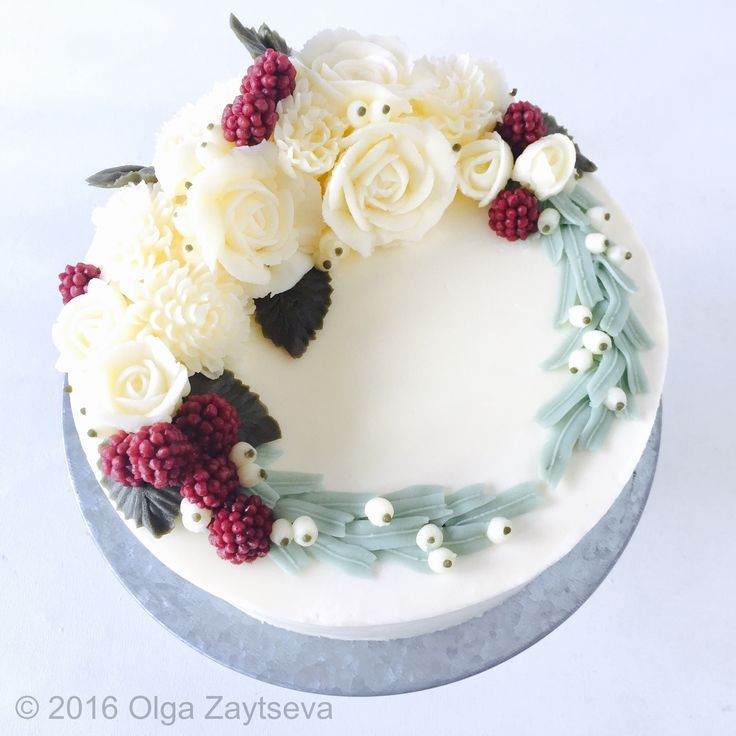 Christmas Cake Decorations Flowers: White Christmas Flower Wreath Cake