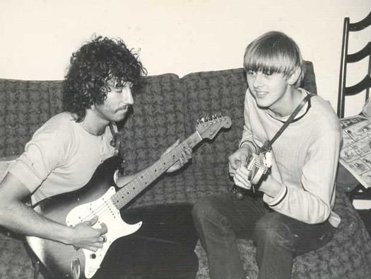 A very young looking Danny Kirwan jams with Peter Green ...