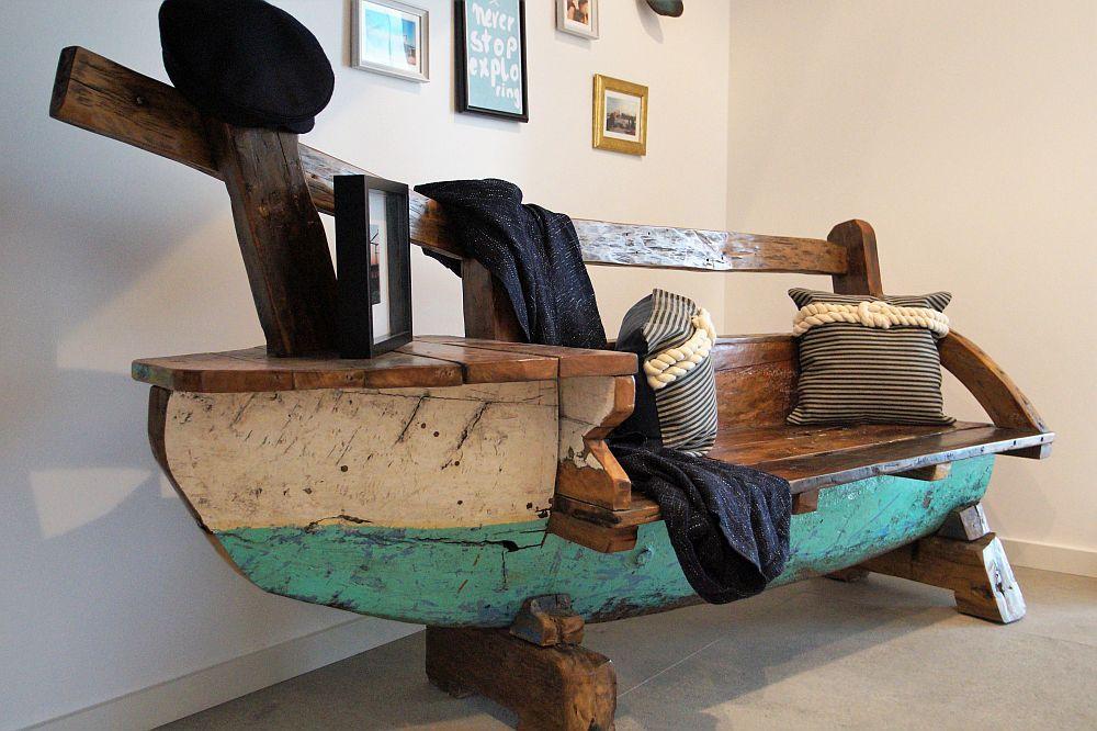 Flur mit Sitzbank in Schiffsform - Maritime Inneneinrichtung OKAL - schlichtes sauna design holz seeblick