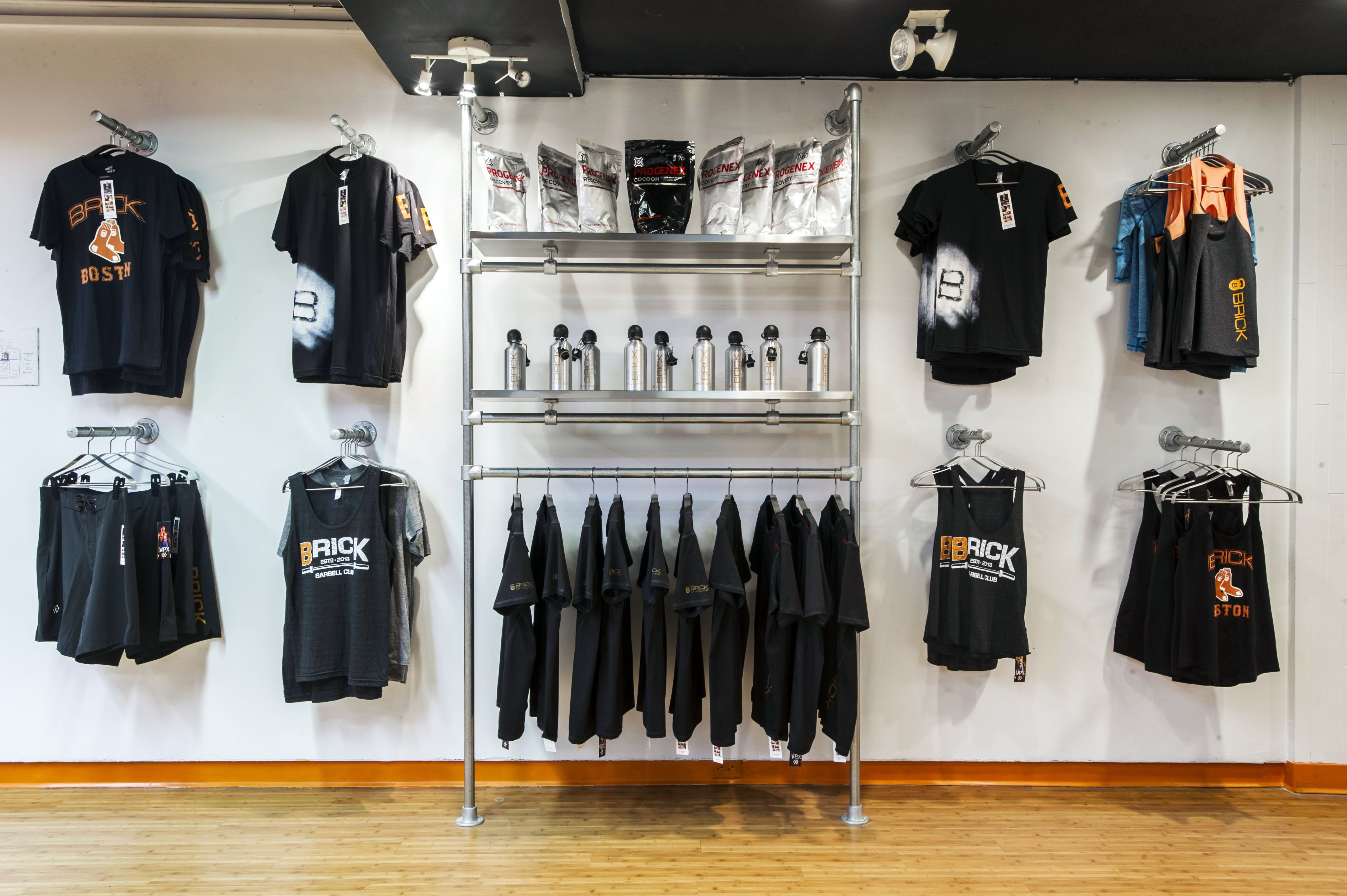 Wall Mounted Clothing Racks See More Ideas Like This One In 39 Diy Retail Display Ideas From Clothing Racks To Sig Clothing Rack Retail Display Shop Display