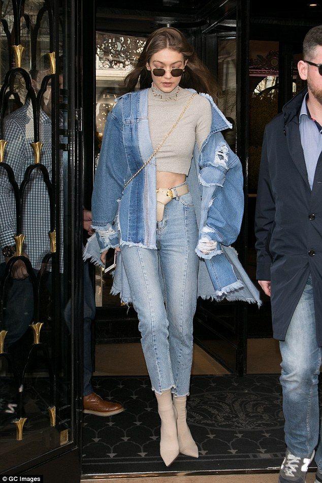 Gigi Hadid clignote son petit estomac dans un crop top alors qu'elle rejoint Kendall   – Best
