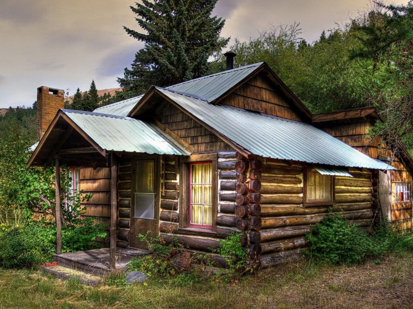 Beautiful old wooden house cabins i love pinterest for Beautiful small houses