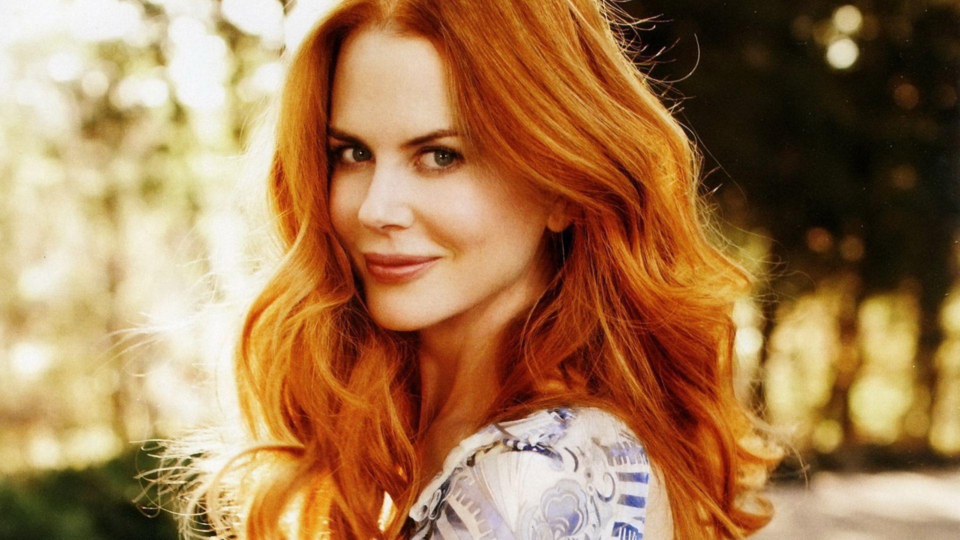 Ești roșcată natural și nu știi cum să îți întreții mai bine culoarea părului? Întreab-o pe Nicole Kidman! Actrița a recunoscut de curând că secretul părului său mereu sanatos și stralucitor stă în sucul natural de merișoare. Pentru a-și revigora culoarea naturală a părului, aceasta își aplică acest suc, după fiecare baie!