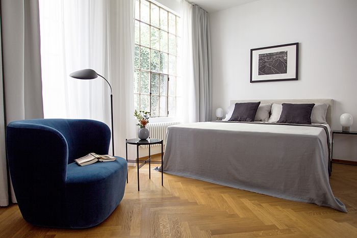 schlafzimmer-blauer-sessel-boarding-house sweet home Pinterest - schlafzimmer ideen altbau