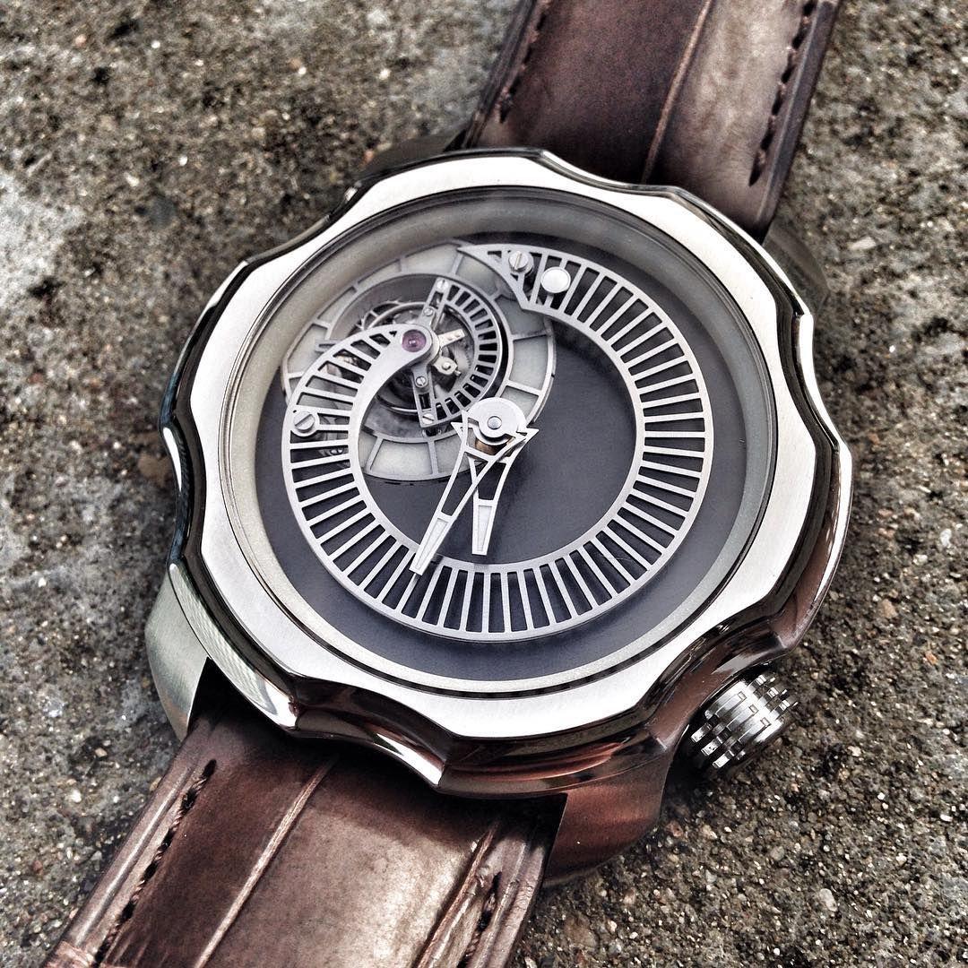 The Sarpaneva Tourbillon. Love the way Sarpaneva has managed to merge industrial design with haute horlogerie!