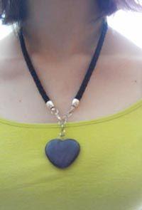 8249628a809b Collar Corazón Negro Modelo. Nueve Piedras Bisutería Artesanal ...