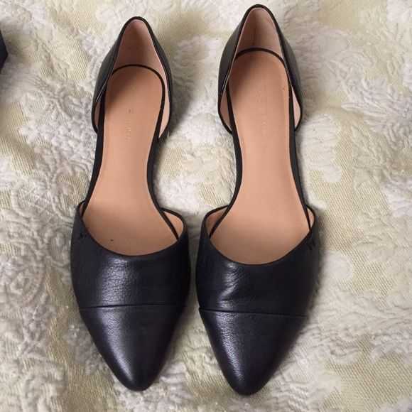 Tommy Hilfiger Flats Worn once inside. Leather flats. Box says 8.5, TH runs small, these will fit a size 9. I wear a size 9 and they fit perfectly. Comes with original box. Tommy Hilfiger Shoes Flats & Loafers