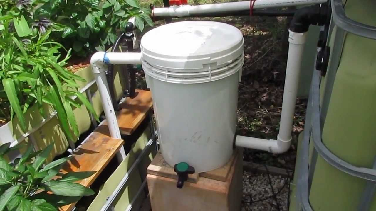 Aquaponic radial flow filter for solids removal for Aquaponics filter