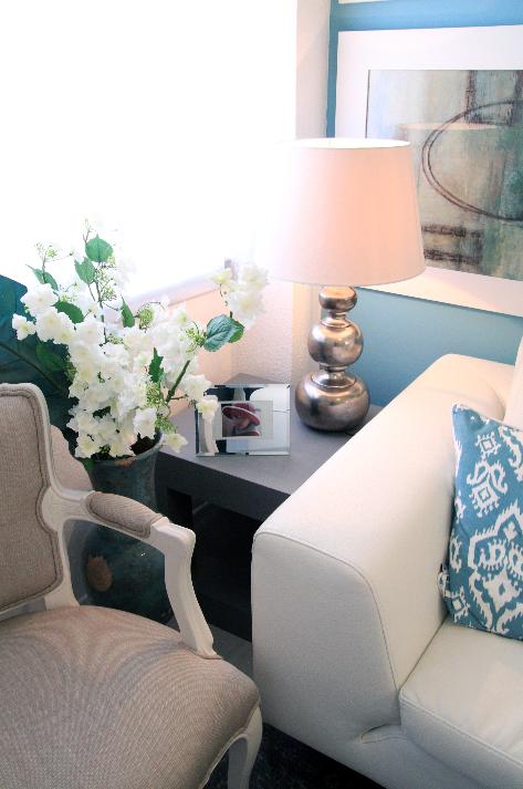Arquiteto Luís Pedro Abreu | Sala De Estar | Living Room | White Sofa | Side