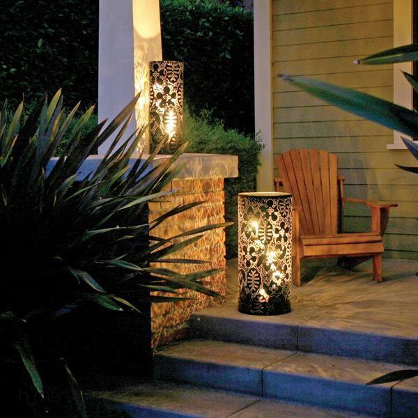 Lanterna para jardim feita com lata reciclada e desenho em arabescos.