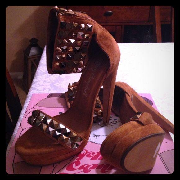 Jeffrey Campbell spike ankle heel Size 7 zip in back tan suede heels NEVER WORN! Jeffrey Campbell Shoes Heels