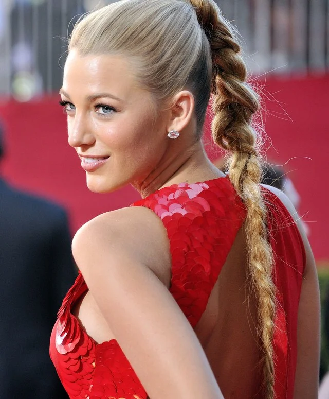 Blake Lively Ses 10 Plus Belles Coiffures En Images Filles Aux Cheveux Longs Belle Coiffure Coiffures De Star