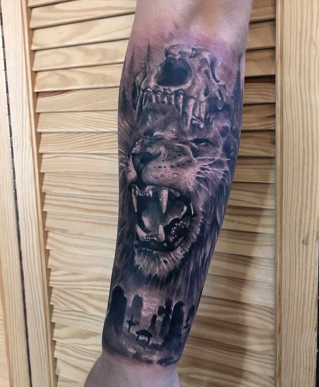 Od Mudzina pozdrawiamy i zapraszamy #liontattoo #animaltattoo #realistictattoo #realistic #ink #inked #inkdboy #tattoo #tattoostyle #mentattoos #białystoktattoo #bialystok #poland🇵🇱 #polandtattoos #slevetattoo