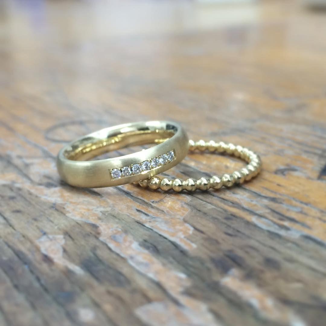 750 Gelbgold 7 Diamanten und Kugelring als Beisteckring. Wir ...