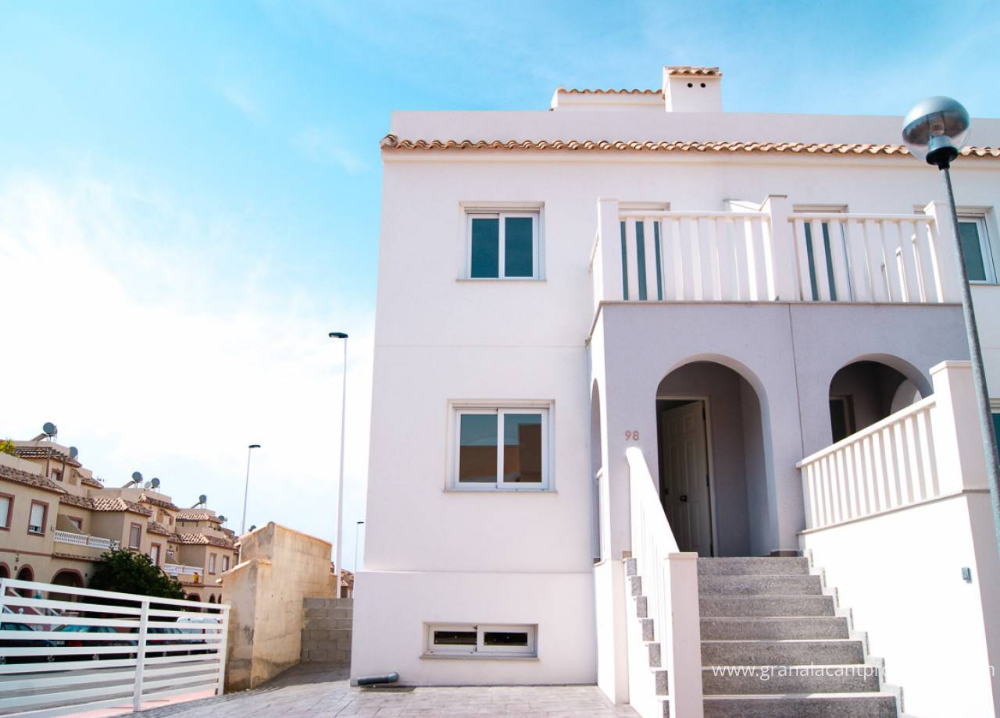 REF 10155 New build townhouse Gran Alacant. 2 bed, 2 bath