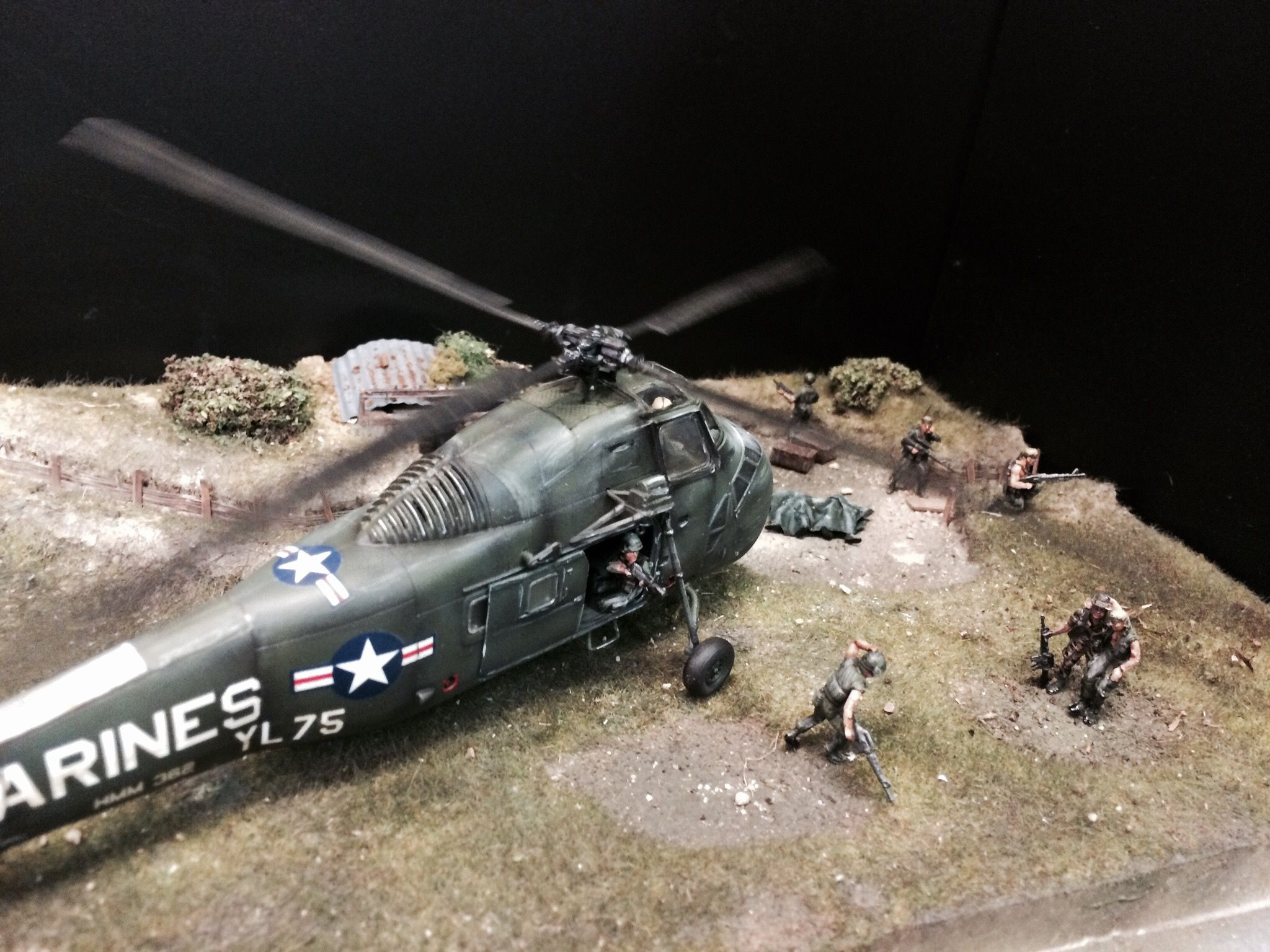 """Diorama 1/72 """"The Rescue"""" Vietnam 1971. By Erik Westberg 1:72 1/35 1:35 US Marines Italeri Sea Horse Special Forces. Made for the Italeri on-line contest 2016 """"Helicopters and Air planes"""""""