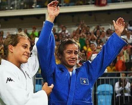 Linda a disputa no Judô. Primeira medalha do Kosovo ( contra uma italiana de 21 anos)!