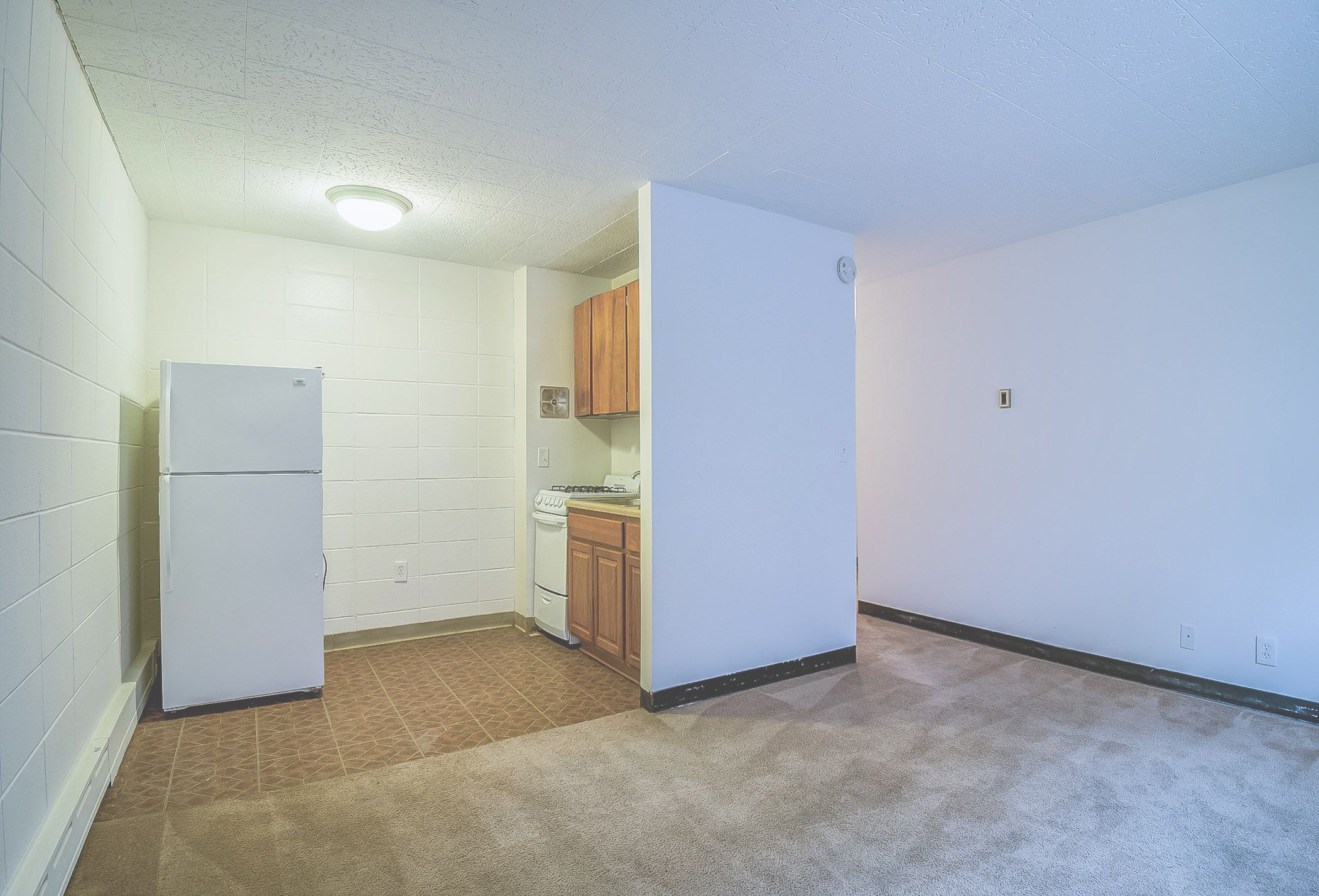 Pin By Amy Gonyea Real Estate Manager On University Ave Apartments Apartment Refrigerator Home