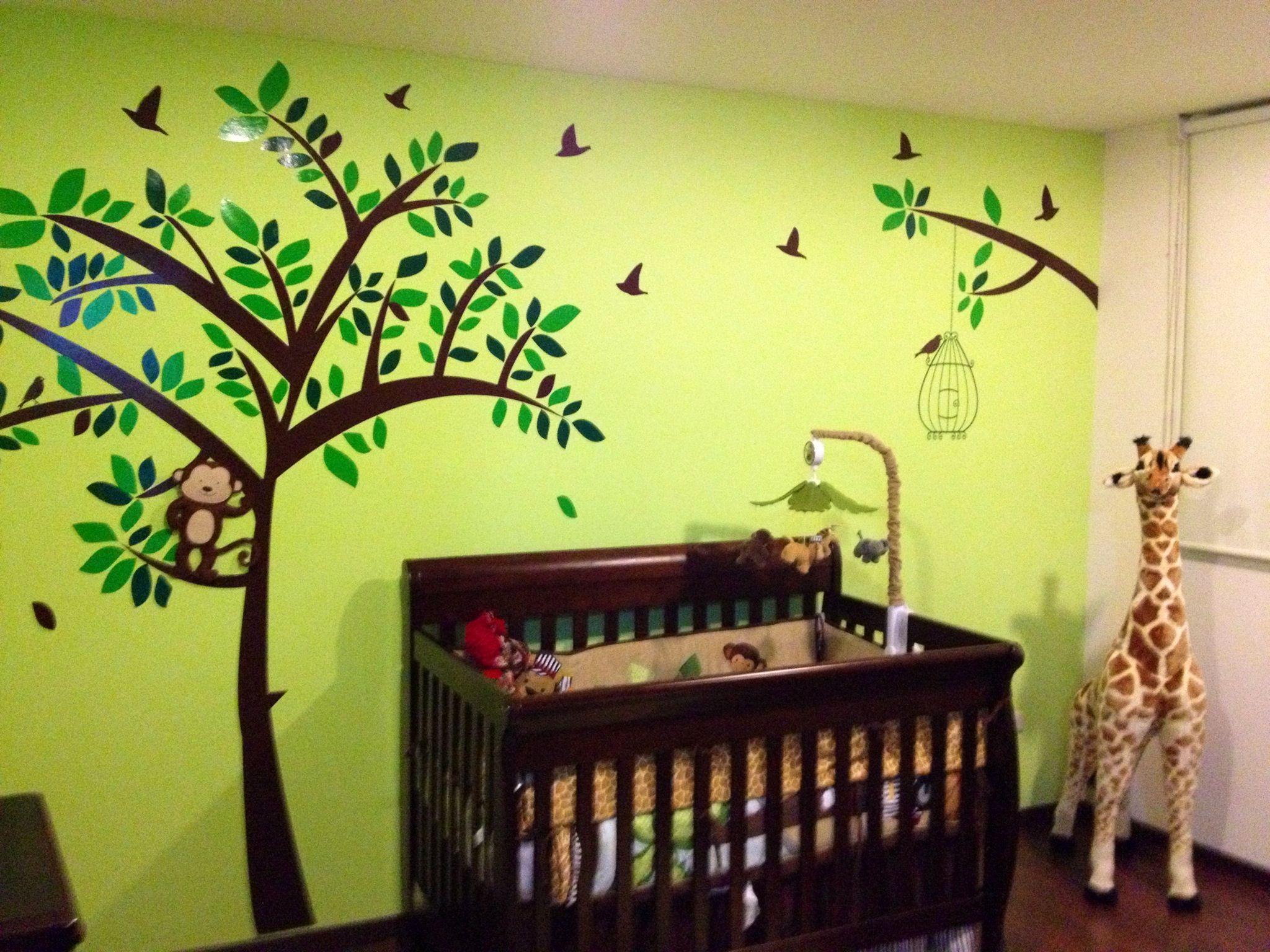 Cuarto de santiago baby 39 s room nursery tree kids ni o for Decoracion pared bebe nino