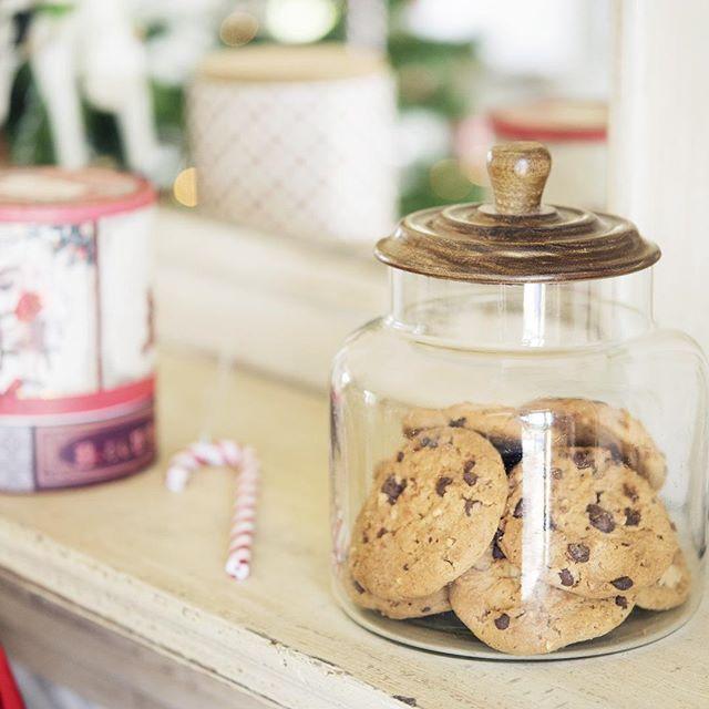 And don't forget Santa Claus's ShopNow -- Click link in @maisonsdumonde -- #Cantine #jar #cookies #santaclaus #merrychristmas #christmas #red #instadeco #myMDMXmas #mymdm #maisonsdumonde